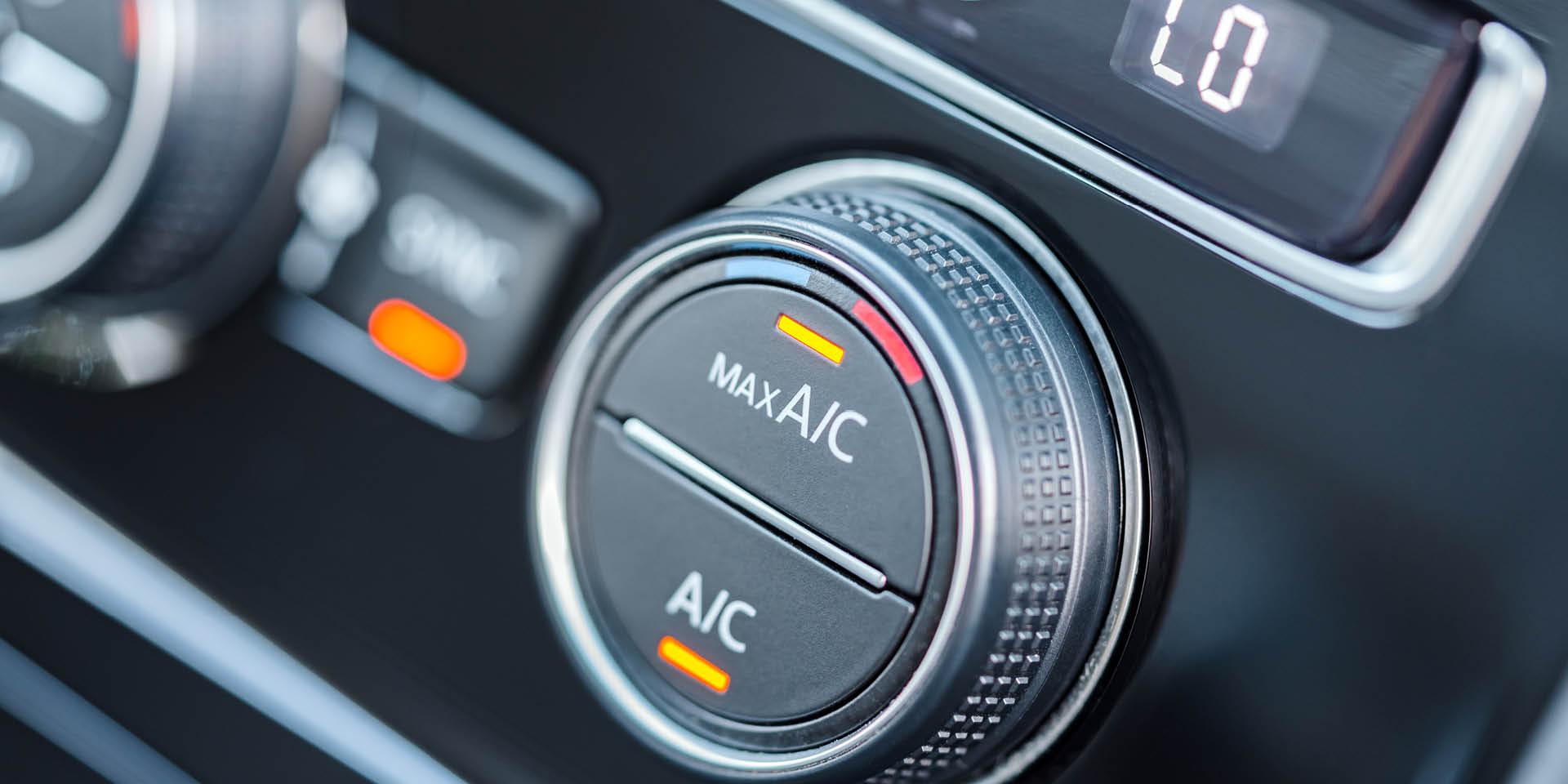 Laufende Klimaanlage im Auto
