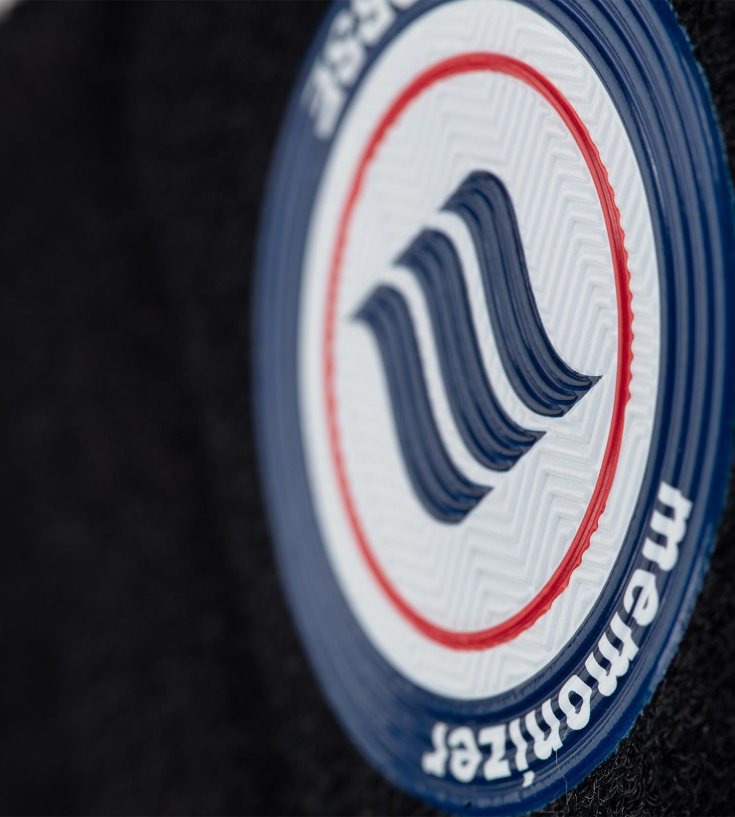 memonizerHORSE mit Makroansicht auf das bedruckte memon-Logo